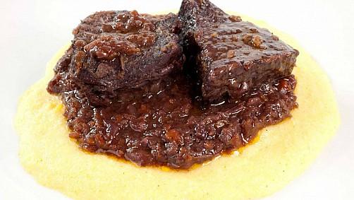 1538-brasato-al-barolo-con-polenta small